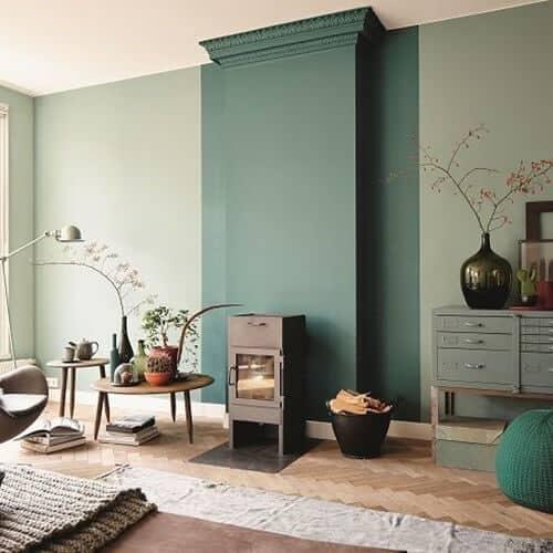 Budget interieur tip verf een muur in een nieuwe kleur