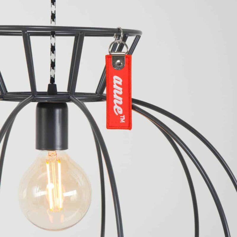 Anne Crinoline Grijs | Stoere, simplistische draadlamp | www.homeseeds.nl # hanglamp # wonen