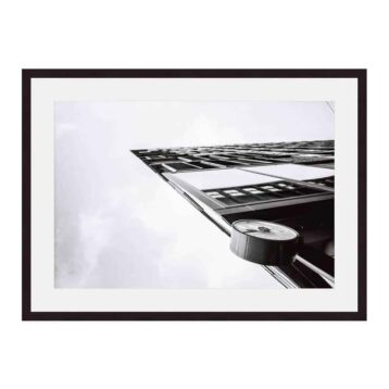 At-0:45 sharp | Fine art print van een gebouw in het stationsgebied van Amsterdam | verkerijgbaar in diverse soorten prints | Ingelijste print 40x60 | Museumkwaliteit | www.homeseeds.nl | #werkaandemuur #prints