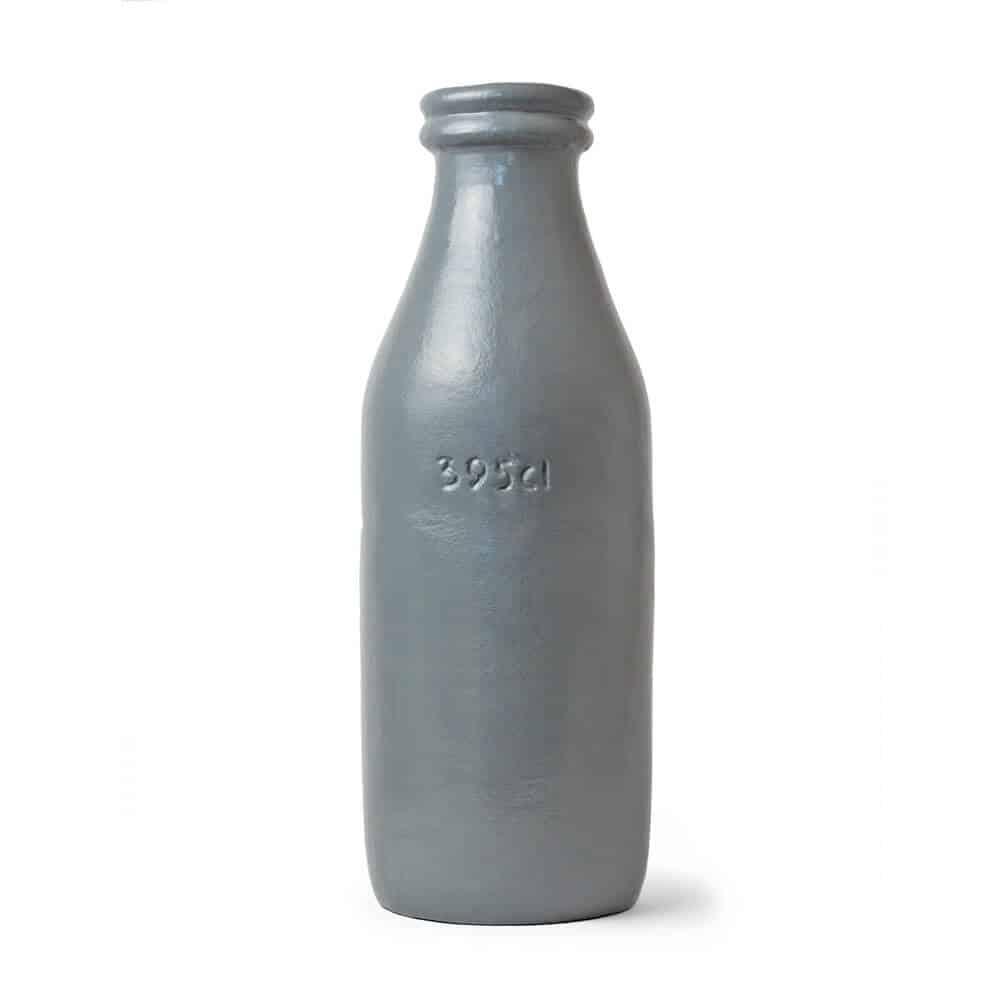 Stoere grijze vaas van aardewerk. Deze vaas past helemaal in jouw industriele interieur! | Homeseeds 395cl vaas | www.homeseeds.nl #stoer #wonen #industrieel