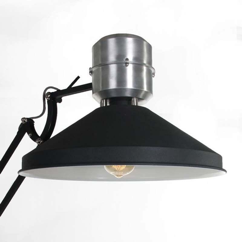 Zappa vloerlamp van Anne Lighting | Super stoere vloerlamp, zowel de arm als de kap is verstelbaar zodat je de lichtinval helemaal naar wens kunt regelen | Industrieel wonen | www.homeseeds.nl