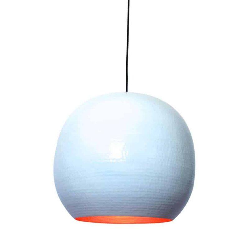 Hippe hanglamp Artisan XL in hoogglans wit van metaal met een koperen binnenzijde voor een mooi sfeervol licht | verkrijgbaar in drie kleuren en twee maten | www.homeseeds.nl