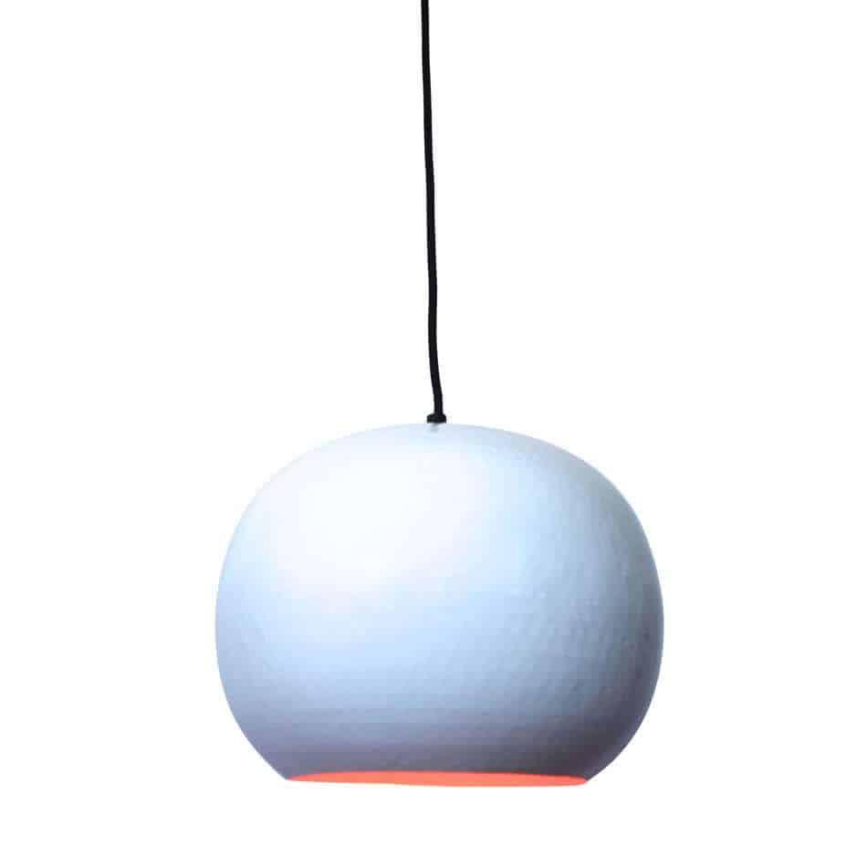 Hippe hanglamp Artisan Wit van metaal met koperen binnenzijde voor een mooi sfeervol licht | verkrijgbaar in drie kleuren en twee formaten | www.homeseeds.nl