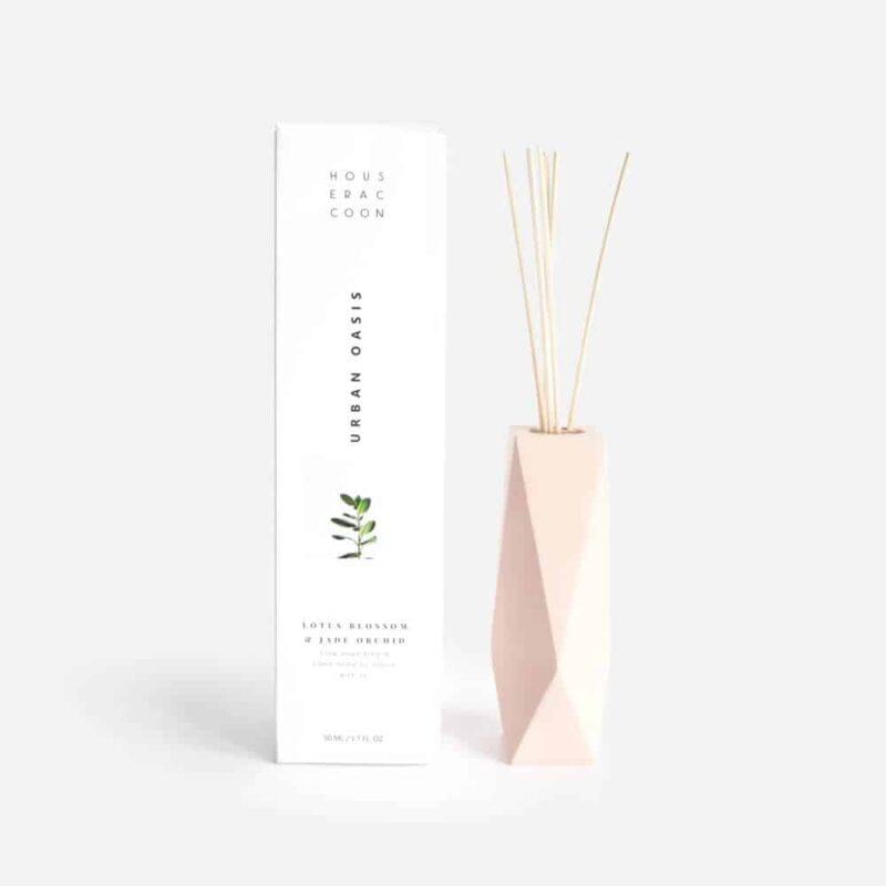 Amava Millenial Pink House Raccoon geurstokjes scent difffuser | Homeseeds.nl