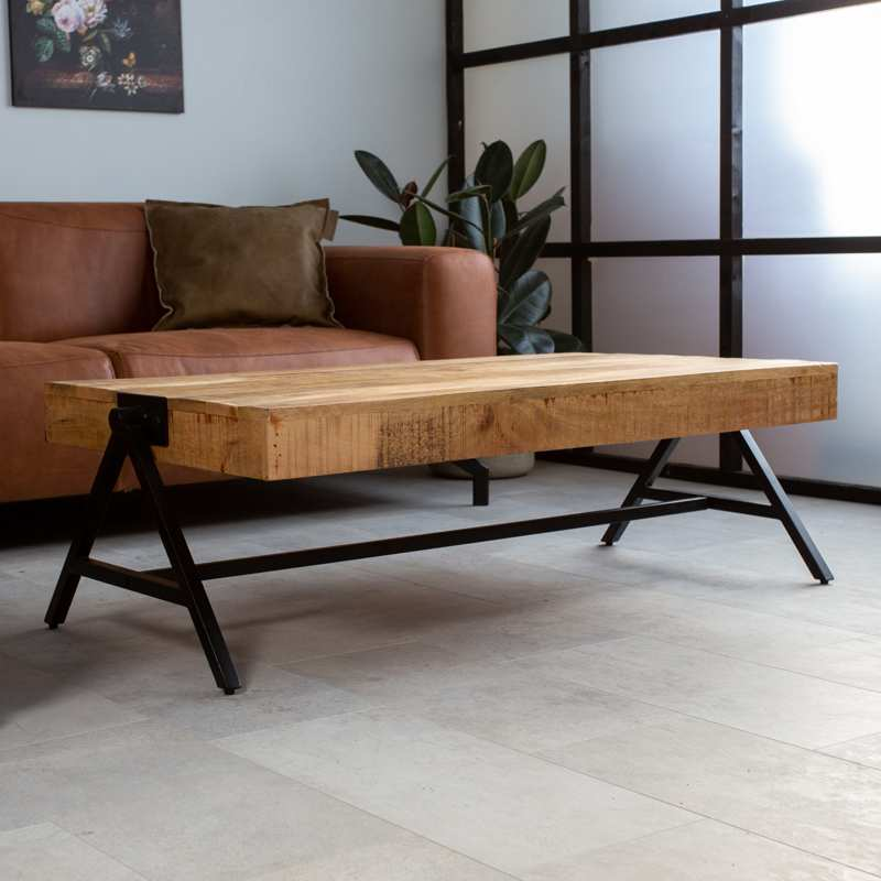 Mangohouten salontafel met zwart frame