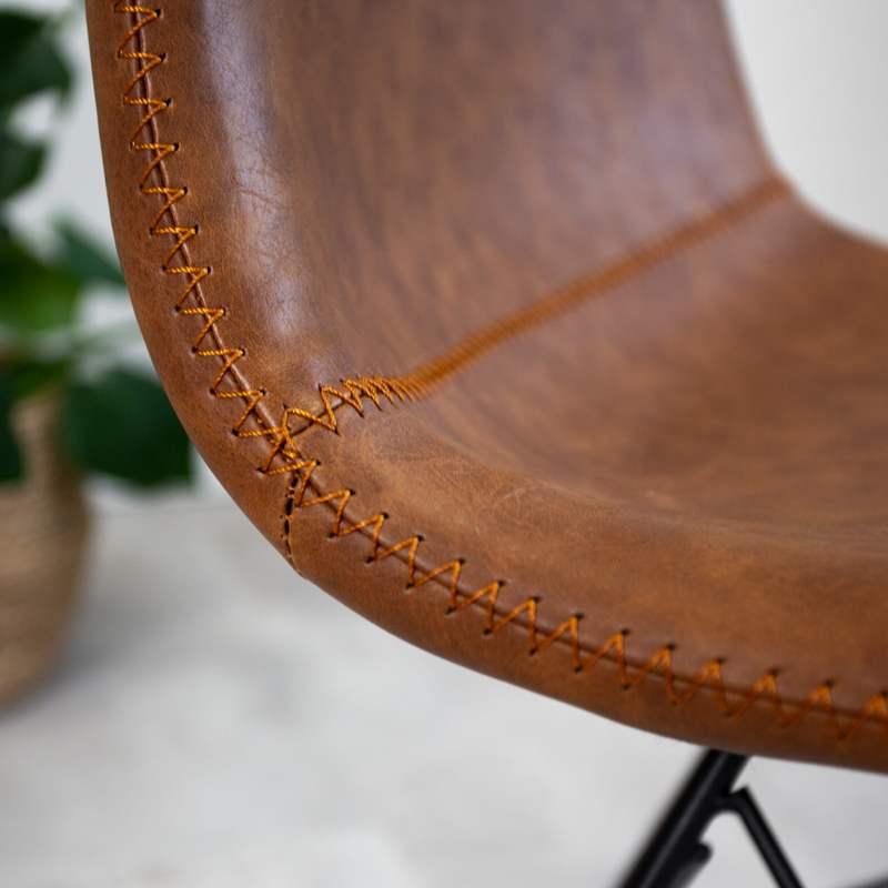 industriele eetkamerstoel met stiksel cognac